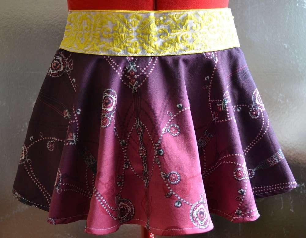 f7cb44bb074 Вам нужна юбка для девочки 3-5 лет? Попробуйте сшить детскую юбку своими  руками, тем более, что для пошива такой детской юбки-солнце потребуется  всего ...